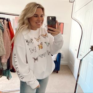 Tops - Oversized butterfly slouchy graphic crewneck